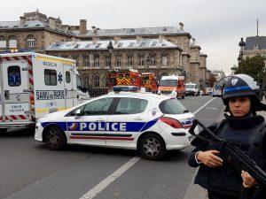 Il centro di Parigi blindato dopo l'attacco in Prefettura