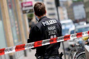 Amburgo, aggressione con coltello nel tribunale: uomo in fuga