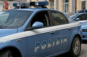 Reggio Emilia: anziano investe una moto, fugge e manda fuori strada volante Polizia