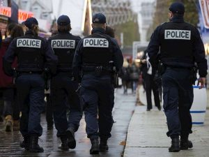Francia, uomo armato nel centro di addestramento di polizia