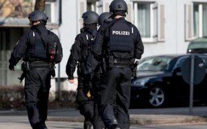 Germania, strage davanti alla sinagoga. Halle, sparano: ci sono morti