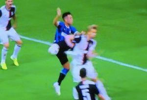 Rigore Inter Juventus De Ligt mano arbitro Rocchi var