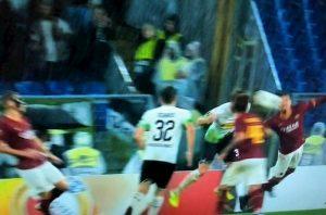 Rigore Smalling Roma Borussia faccia non mano Europa League