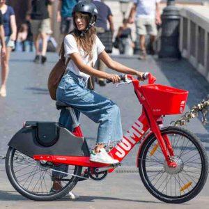 Roma, arriva il bike sharing Jump con bici elettriche: Uber e Comune insieme