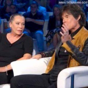 Ronn Moss a Domenica In, entra in studio Barbara De Rossi e Mara Venier col marito Nicola Carraro...