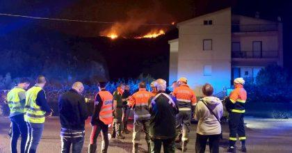 Arborea (Oristano), incendio in pineta: evacuate 240 persone dal resort Ala Birdi VIDEO
