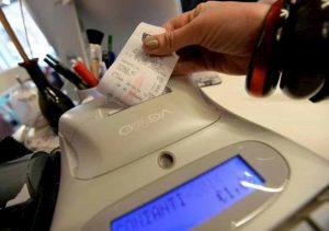 Commercianti: 2mila euro di multa se non danno scontrino con codice fiscale cliente per lotteria