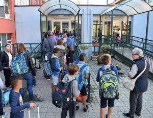 Pavia, la maestra sospesa per aver denunciato maltrattamenti in famiglia