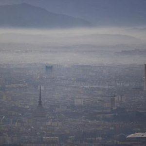Torino avvolta dallo smog, Ansa