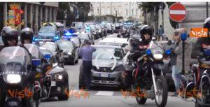 Sparatoria Trieste sirene omaggio polizia