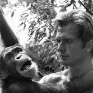 Valerie Lundeen, la moglie dell'attore che interpretò Tarzan, uccisa in casa. La polizia interviene e fredda un sospetto