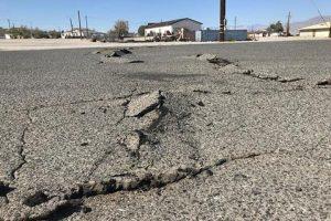 Una strada dopo un terremoto, Ansa