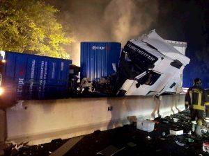 Incidente A1, tamponamento fra Tir: 3 feriti, chiuso tratto tra Valdarno e Arezzo
