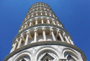 Pisa, incidono nome sulla Torre: arrestati due fratelli statunitensi