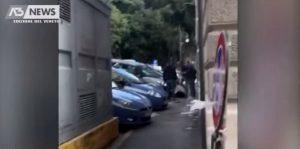 YOUTUBE Trieste, il video dopo la sparatoria: le urla del killer ferito a terra