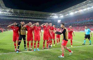 Turchia, calciatori tutti con Erdogan per la guerra in Siria: Demiral, Under, la Nazionale...