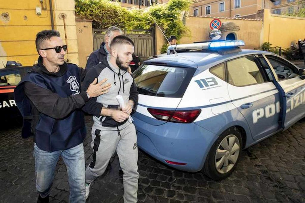 Valerio Del Grosso viene arrestato (Ansa)