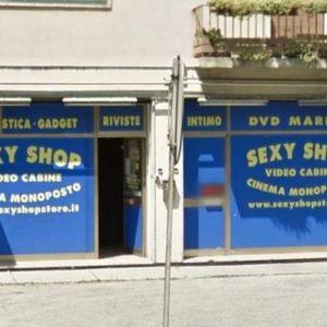 Venezia turista morto infarto sexy shop