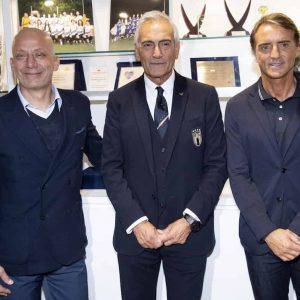 Gianluca Vialli e la FOTO con Roberto Mancini: senza sopracciglia e pizzetto per la chemio