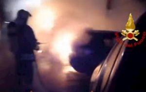 Milano, 9 auto in fiamme