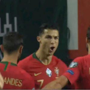 Cristiano Ronaldo show in Portogallo-Lituania: tripletta e selfie con l'invasore VIDEO