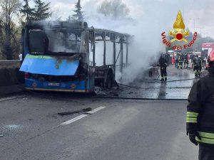 """Ousseynou Sy, carabiniere testimone: """"Voleva arrivare a Linate"""". Col bus pieno di bambini"""