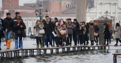 Maltempo, altro ciclone con pioggia sull'Italia: acqua alta a Venezia