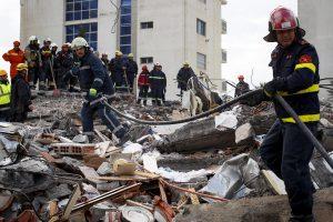 Terremoto in Albania, trovati morti abbracciati una madre con i suoi tre figli