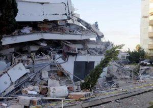 Terremoto Albania, uomo muore lanciandosi dal balcone per il panico