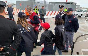 Alvin Berisha è arrivato in Italia. Il piccolo ha riabbracciato la famiglia e chiesto pollo e patatine