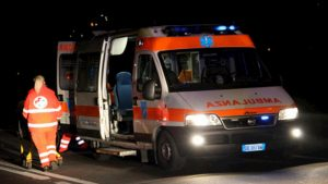Roma, schianto nella notte contro un pilone in Via Cassia: morti 2 uomini