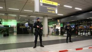 Amsterdam, situazione sospetta in aeroporto su un aereo di Air Europa