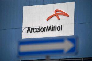 Magistratura mostra la faccia feroce ad ArcelorMittal. Via giudiziaria a stipendio e salute