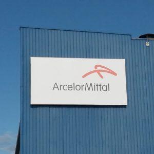 ArcelorMittal sospende stop altoforno 2. Da Taranto a Milano indagini e perquisizioni