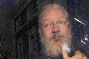 Julian Assange, archiviata l'indagine per violenza carnale in Svezia