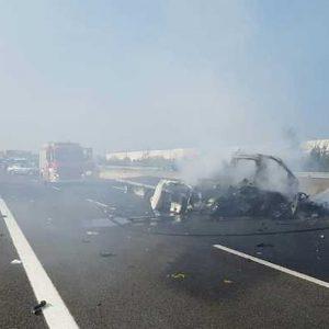 A21, incidente a Pontevico: auto in fiamme dopo lo schianto, un morto e autostrada chiusa