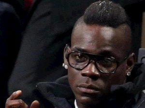Balotelli cori razzisti chiuso settore stadio Verona
