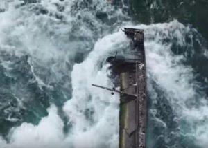 barca incastrata nelle cascate del niagara