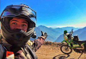 Bernardo Logar, influencer messicano fa il giro del mondo in moto. Gliela rubano a Catania