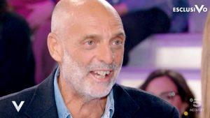 """Paolo Brosio: """"Prego il rosario quando vedo una bella ragazza. Poi ogni tanto..."""""""