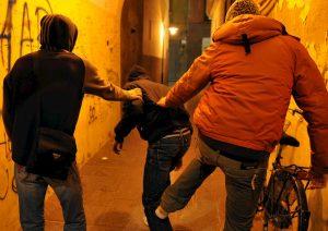 Cefalù (Palermo), ragazzo disabile di 14 anni bullizzato dai coetanei: tre denunciati