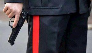Teramo, carabiniere fa sparare 13enne con la pistola d'ordinanza: radiato dall'Arma