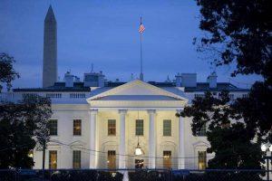 Casa Bianca in lockdown: velivolo non identificato viola spazio aereo. Cessato allarme dopo pochi minuti