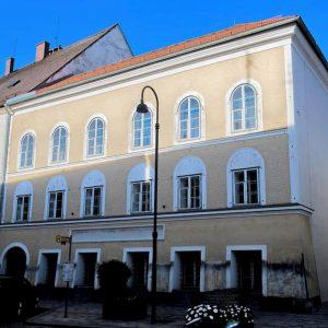 Hitler. La casa natale a Braunau am Inn diventerà un commissariato per tener lontani i nazi-nostalgici