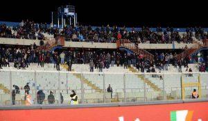 Catania, minacciano e rubano sciarpa a tifosi Bari: arrestati 2 ultras etnei