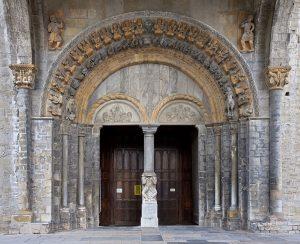 Cattedrale Oloron Sainte Marie, furto dopo portale sfondato da auto-ariete