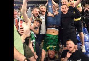 Tifosi Celtic a testa in giù, sfottò ai laziali: citano piazzale Loreto dopo la vittoria