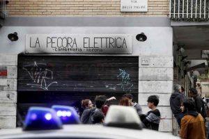 Centocelle, Roma: Baraka Bistrot in fiamme, 2 giorni dopo La Pecora Elettrica. 4 locali andati a fuoco in pochi mesi...