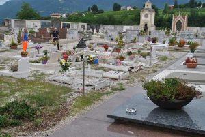 Stefanaconi (Vibo Valentia), va al cimitero e si dà fuoco: morto in ospedale