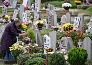 lapidi in un cimitero